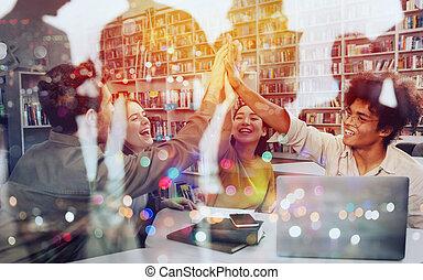 université, association, étudiants, concept, ensemble., mains, mettre, leur, collaboration