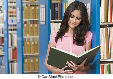 universiteit student, in, bibliotheek