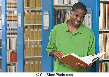 universiteit student, werkende , in, bibliotheek