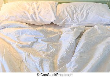 unmade, désordre, lit