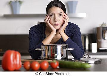 unmotivated, cena, mujer, preparando