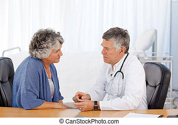 uno, anziano, dottore, con, suo, paziente, in, suo, ufficio