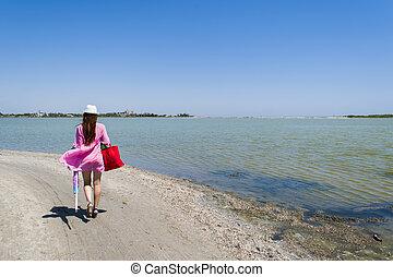 uno, donna, camminare, lungo, uno, abbandonato, spiaggia, abbandono, tracce