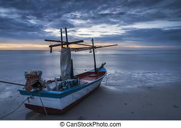 uno, peschereccio, su, spiaggia, in, alba