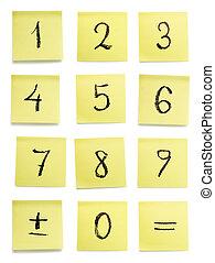 uno, set, di, scritto mano, caratteri, su, giallo, appiccicoso, pezzi, di, paper., isolato, bianco, fondo, con, ritaglio, path.