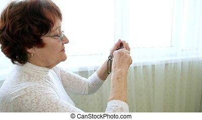 unravels, femme, vieux, entraîneurs, métal, puzzle, cerveau, activité