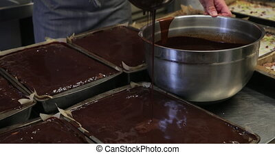unrecognisable personne, verser, chocolat