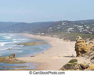 unrecognizable people on the Australian coast