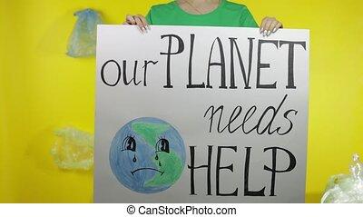 unrecognizable, tenue, plastique, protester, help., planète, besoins, environnement, affiche, femme, notre, pollution