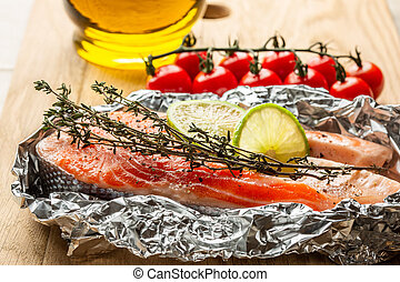 Unroasted red salmon with thyme and lime slices