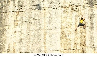 Unsuccessful attempt - Dangerous descent of the cliff.