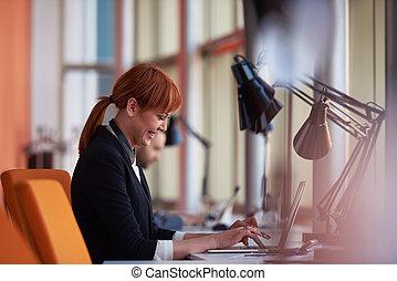 unternehmerin, arbeiten computer, an, buero