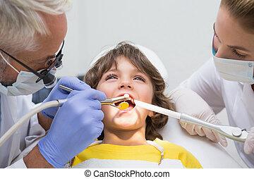 untersuchen, wenig, assistent, knaben, zahnarzt, pädiatrisch, z�hne