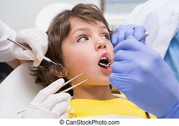 untersuchen, wenig, seine, assista, knaben, zahnarzt, pädiatrisch, z�hne