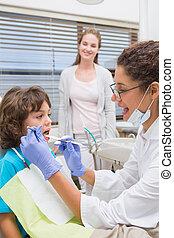 untersuchen, wenig, seine, z�hne, knaben, zahnarzt, pädiatrisch, mutter