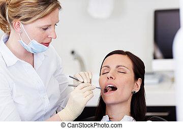 untersuchen, zahnarzt, klinik, patienten, mund, weibliche