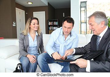 unterzeichnung, real-estate, paar, agent, vertrag, daheim,...