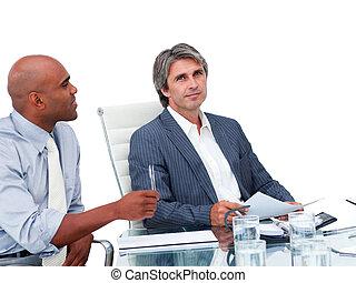 uomini affari, bello, detenere, due, riunione