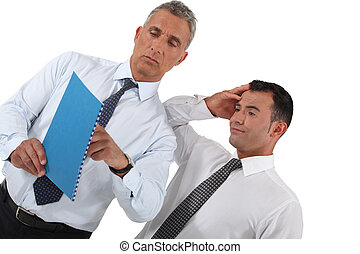 uomini affari, guardando, documento