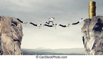 uomini affari, sostegno, ponte, ottenere, il, soldi