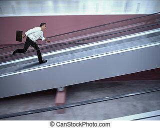 uomo affari accentuato, in, aeroporto
