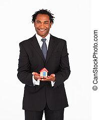 uomo affari, afro-american, soluzione, alloggio, presentare