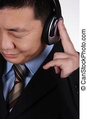 uomo affari, asiatico, ascolto