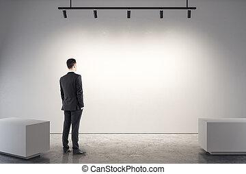 uomo affari, bianco, galleria