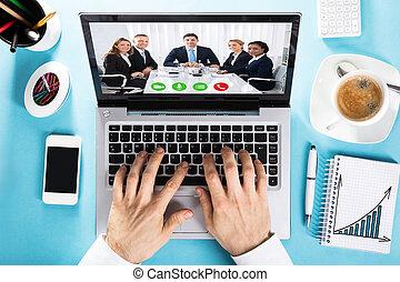 uomo affari, ciarlare, con, lei, collega, su, conferenza video