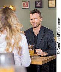 uomo affari, con, femmina, collega, a, coffeeshop