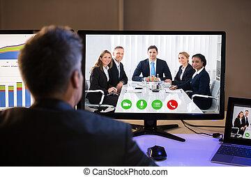 uomo affari, conferencing video, con, colleghi, su, computer