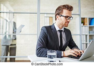 uomo affari, dattilografia