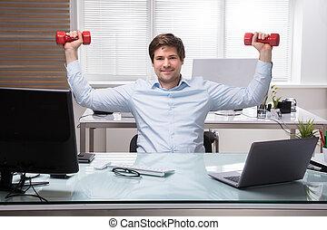 uomo affari, dumbbell, esercizio