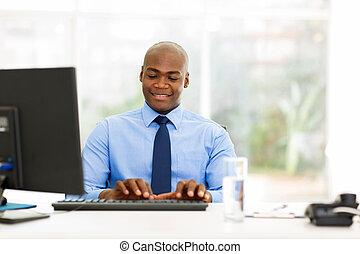 uomo affari, giovane, lavorativo, africano