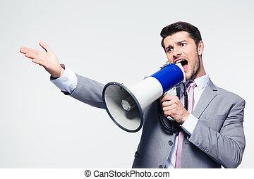 uomo affari, grida, in, altoparlante
