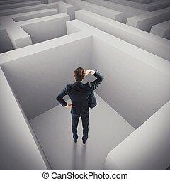 uomo affari, perso, in, uno, labirinto