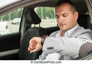 uomo affari, sedere un'automobile