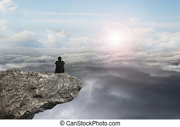 uomo affari, seduta, su, scogliera, con, naturale, cielo,...