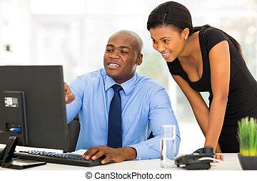 uomo affari, segretario, lavorando ufficio, africano