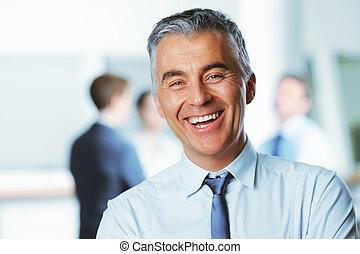 uomo affari, sorridente, maturo