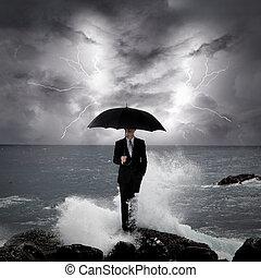 uomo affari, sotto, un, ombrello, in, il, mare