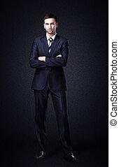 uomo affari sta piedi, su, scuro, pendenza, fondo