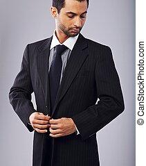 uomo affari, suo, attraente, abbottonando, cappotto