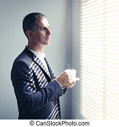 uomo affari, tazza caffè