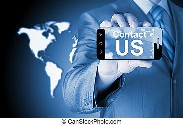 uomo affari, titolo portafoglio mano, smartphone, con, il, messaggio, contattarci