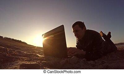 uomo affari, usando, uno, computer