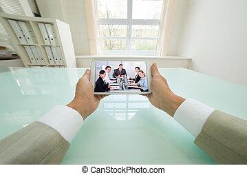 uomo affari, video, ciarlare, con, colleghi
