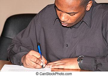 uomo africano-americano, giovane, scrittura