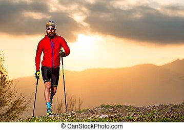 uomo, atleta, attivo, traccia, segno, scia, con, appiccicare, a, tramonto
