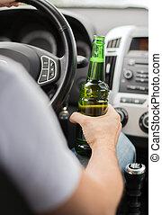 uomo, bere, alcool, mentre, guida, il, automobile